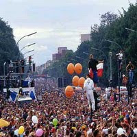 http://3.bp.blogspot.com/_a2Ac_i7cQNk/SqjQvqSelnI/AAAAAAAABII/EIebBhIIKk4/s200/-love_parade.jpg