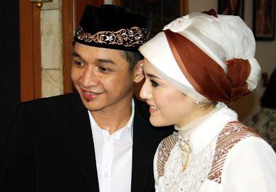 Foto Lamaran Pasha Ungu Dengan Delia Wilhelmina