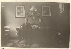 Niels Peter Frederiksen og Sophie Jensen Høstrup i deres hjem på Sønderbrogade i Horsens ca.1889