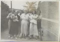 5.012.Nielsine Kirstine Carstensen med børn og børnebørn ca.1936
