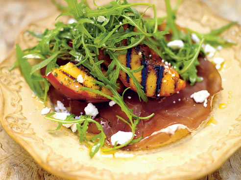 Cutupiddi: Grilled peach salad with bresaola and a creamy dressing