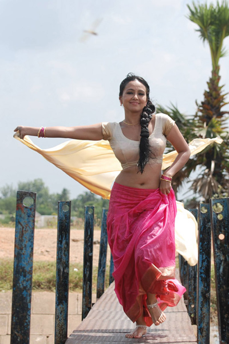 sana khan latest hot exposing spicy saree stills