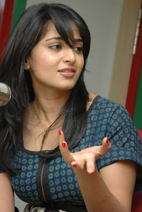 anushka event of kaleja audio at radio mirchi unseen pics