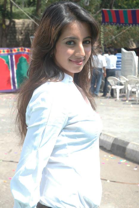 sanjana shoot actress pics