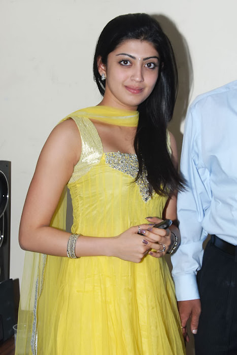 praneetha new pch lukcy draw actress pics