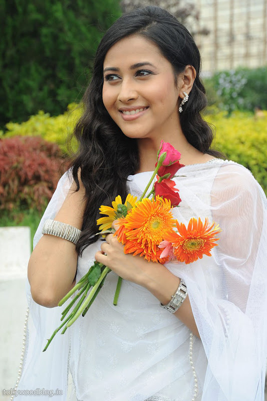 Panchi Bora Cute Looking Pics in White Dress wallpapers