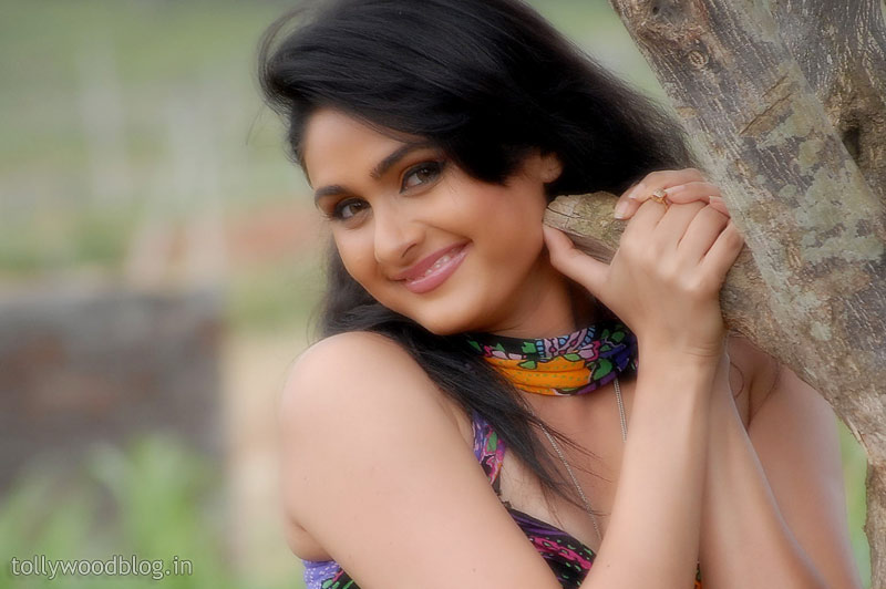 Tirugubotu Movie Actress Biyanka Desai Photos hot photos