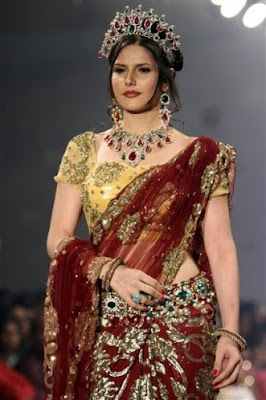 Zarine Khan at Bangalore Fashion Week