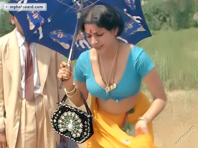 mallu aunty looking so hot