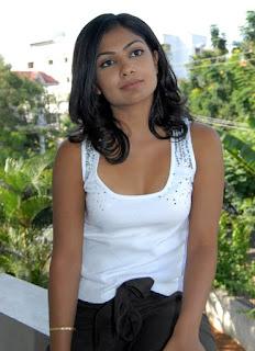 famous actress kamalini mukherjee/photo gallery/song/saree/the/tollywood/still/actor