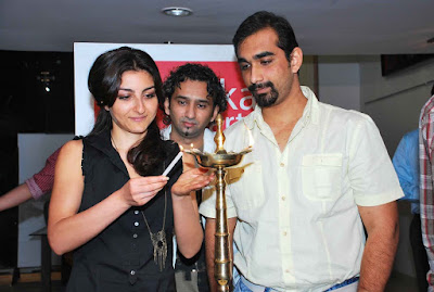Soha Ali Khan graces painting show