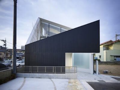 Minimalist Japanese Wrap House