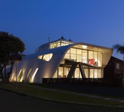 Modern  Moebius House