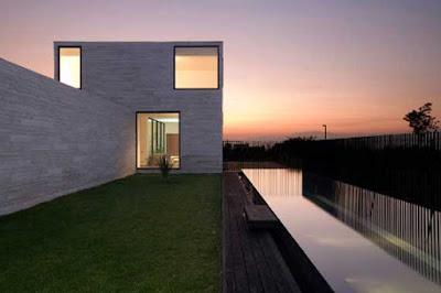 Modern House of Alvarez-Marshall House by Tidy Architects
