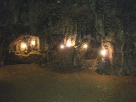 http://3.bp.blogspot.com/_a5KNCKZXnEU/S_qvKEaavzI/AAAAAAAAA_I/1YdjY2ldDQI/s1600/D+87+grotte+d