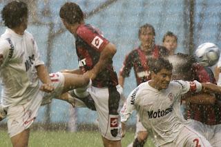 Paolo Goltz en Huracán - San Lorenzo bajo la lluvia