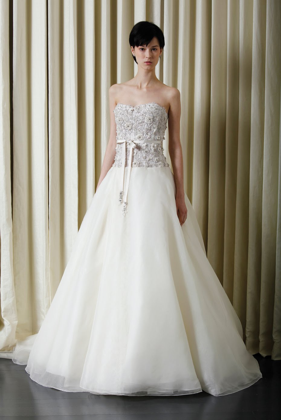 Amazing Britney Spears Wedding Gown Vignette - Colorful Wedding ...