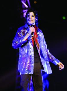michaeljacksonatstaplescenter1.jpg, homenajes, fans, seguidores, cantante, rey del pop, thriller, martin exposito, la rosa de los vientos, rosavientos, onda cero radio, descargas, podcasts