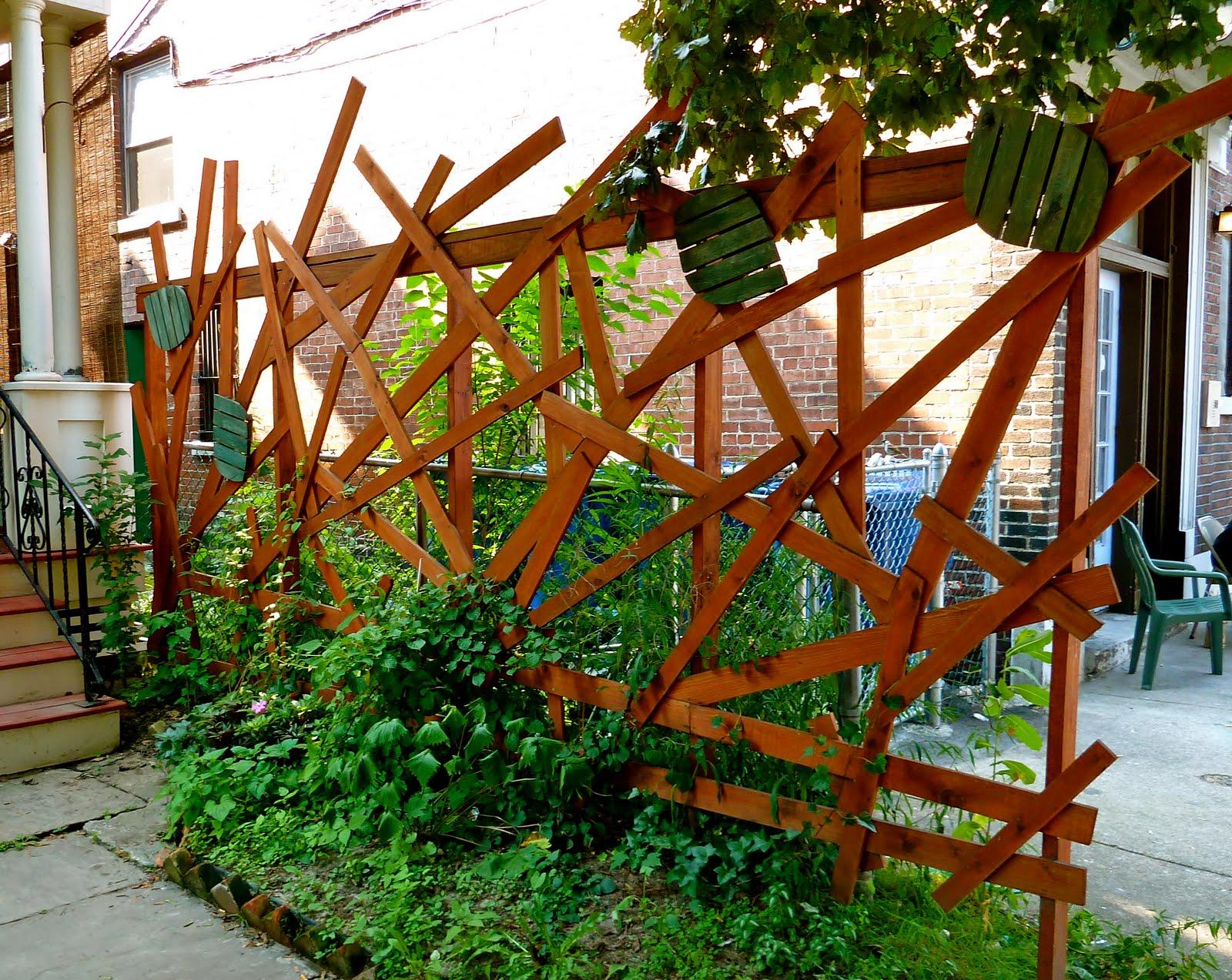 1000 images about trellis on pinterest trellis ideas for Lattice garden fence designs