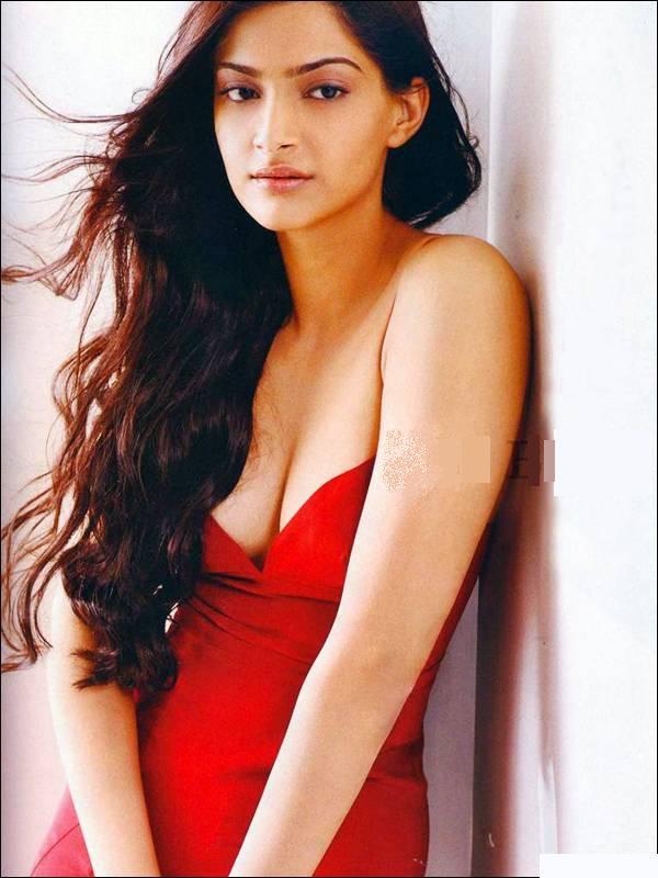 Sonam Kapoor Hot Wallpapers In Saree. hot pics in saree,