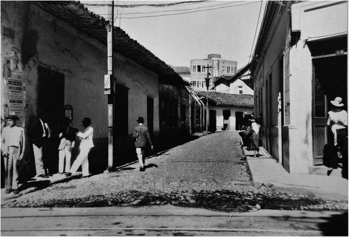 Medellin antiguo y su musica alfonso ortiz tirado for Calle prado camacho 8