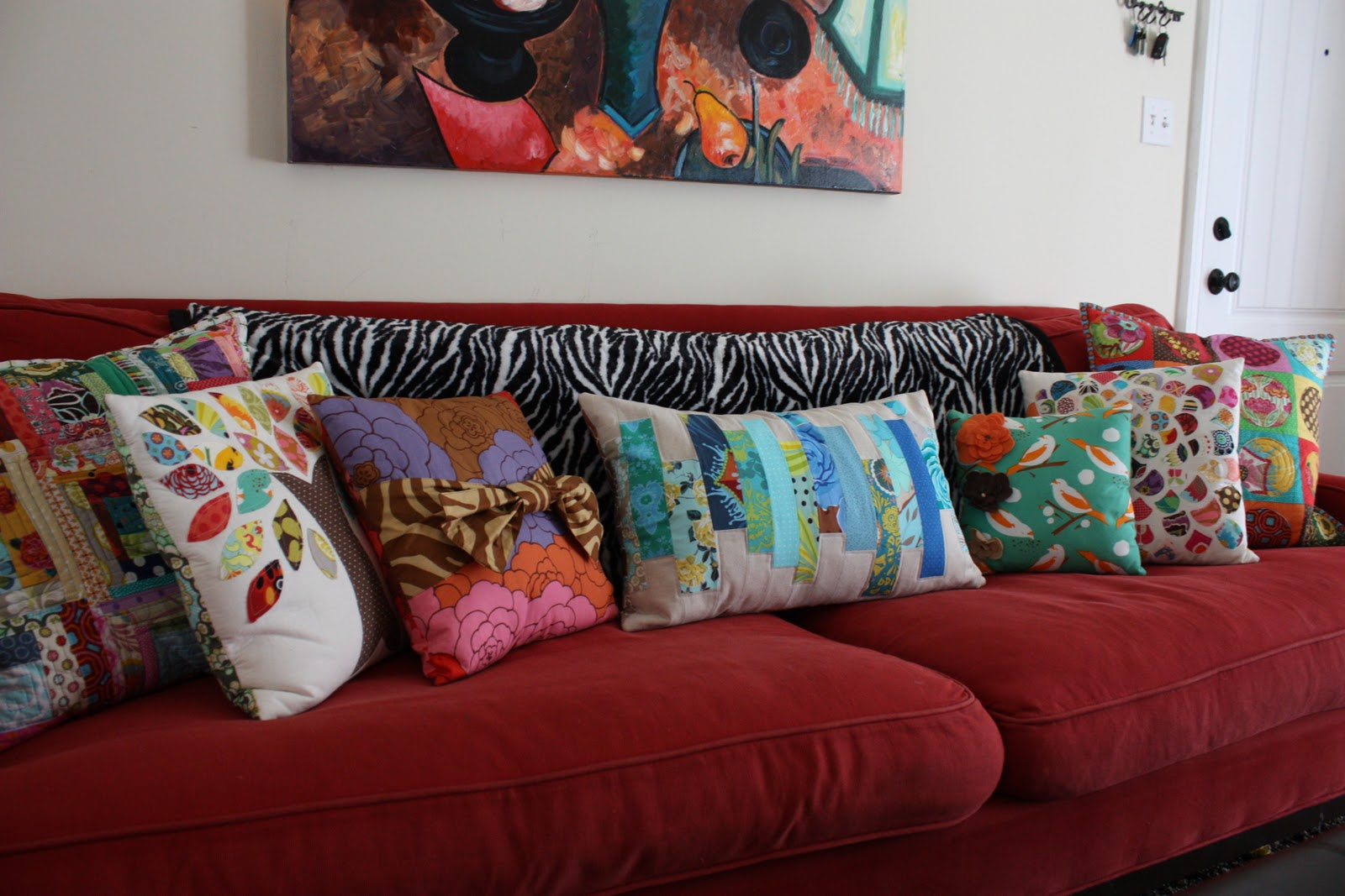 How Many Throw Pillows On A Sectional Couch : MOM: Pillows!!