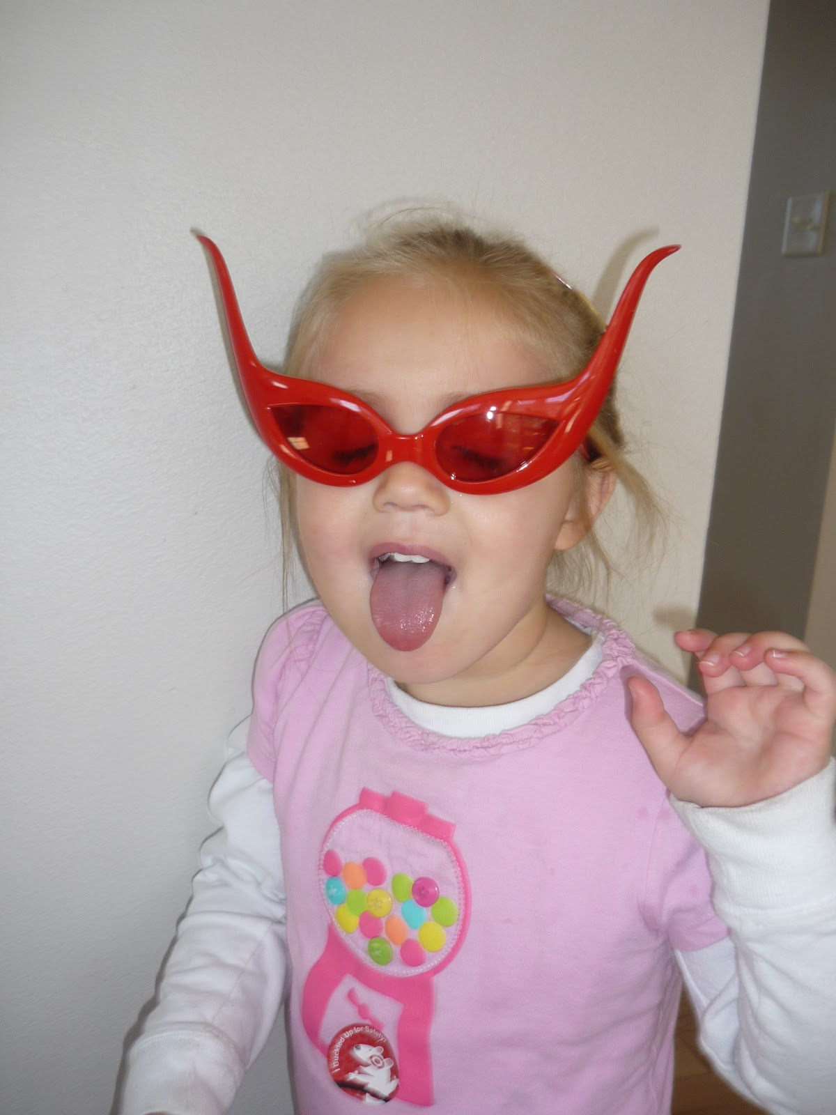 http://3.bp.blogspot.com/_aI9VJOORIsU/TLciOKJjrBI/AAAAAAAAJEw/RjEa5tRoPpE/s1600/Glasses.jpg