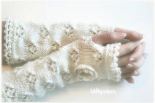 Kr. 290,- pr. par  (Pulsvarmere i ull, strikket )  (klikk på bildet for innlegget)
