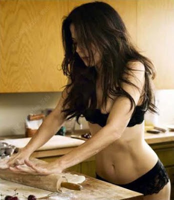 milf kristen kam nude. Mary-Louise Parker Naked MILF Pictures From Esquire