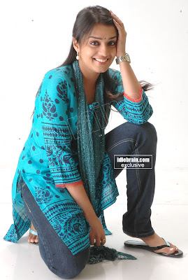 Tamil Hot Actress Nikitha Hot Pictures In Salwar