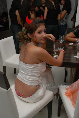 TV actress Poonam Gulati of Saat Phere fame HOT Skin Show Pictures