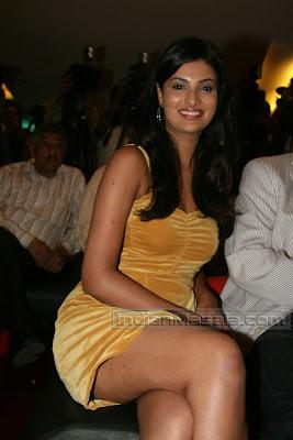 Bollywood Masala Hot Sayali Bhagat Hot Leg Show Pictures