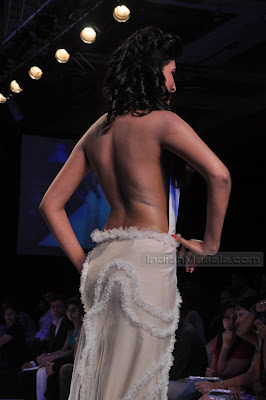 Actress Sayali Bhagat Pictures Bare back show on ramp Sexy Pics