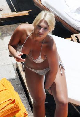 Actress Brooke Hogan Pics Hot Sexy Bikini Candid on Poolside Miami