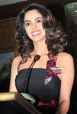 Spicy BOLLYWOOD HOT DESI MASALA Actress MALLIKA SHERAWAT Photos From Event