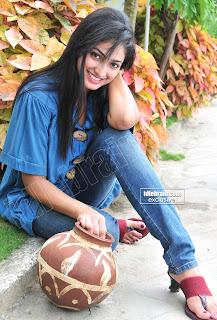 TELUGU MOVIE New Cute and Lovely Actress HARI PRIYA Photos