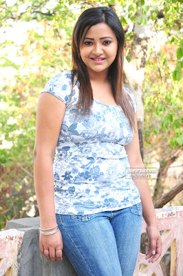 South Indian Desi Masala Actress Shweta Basu Prasad Photo Gallery