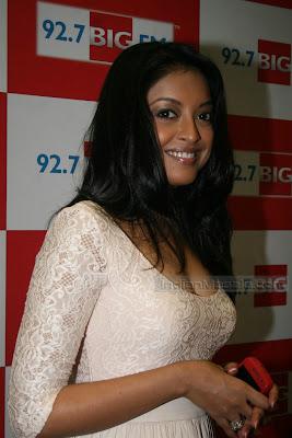 Bollywood Actress Tanushree Dutta Hot Photos in short dress at BIG FM event