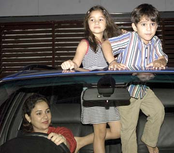 Sachin Tendulkar's Kids, Wife – Family Photos