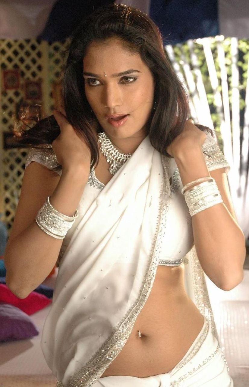 Ramya hot saree dropping scene wallpapers