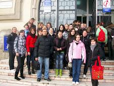 """Fotografie de grup cu elevii Clubului de Istorie """"Gheorghe Roznovanu"""", Muzeul de Istorie"""
