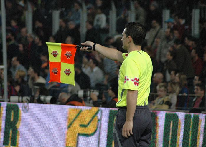 El blog de marlon haz que tu equipo levante la bandera for Regla de fuera de juego en futbol