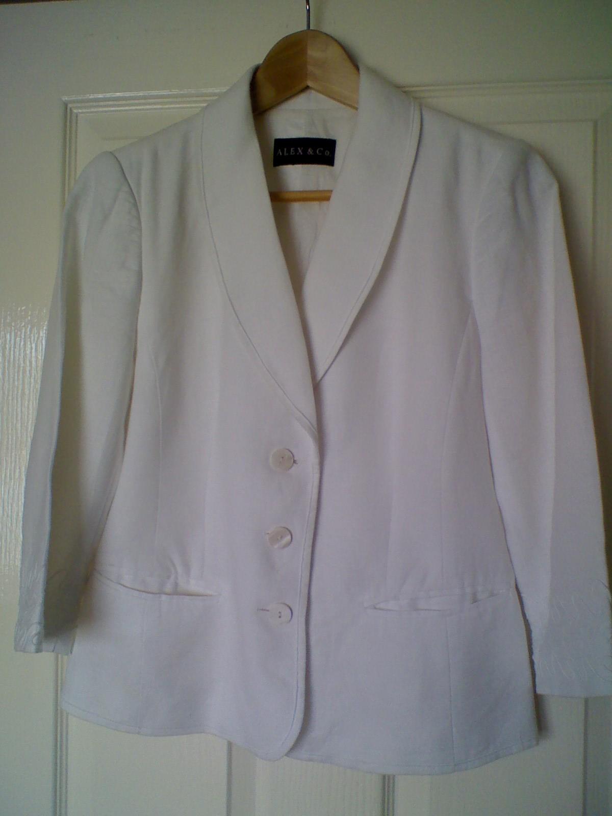 http://3.bp.blogspot.com/_aRIDhe4WZ4c/S9Rw0mleMUI/AAAAAAAAEv0/vAhoktJ_-sI/s1600/white+cropped+blazer.jpg