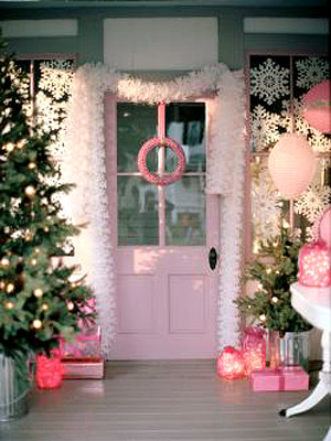 [pink+christmas+porch+bhg.JPG]