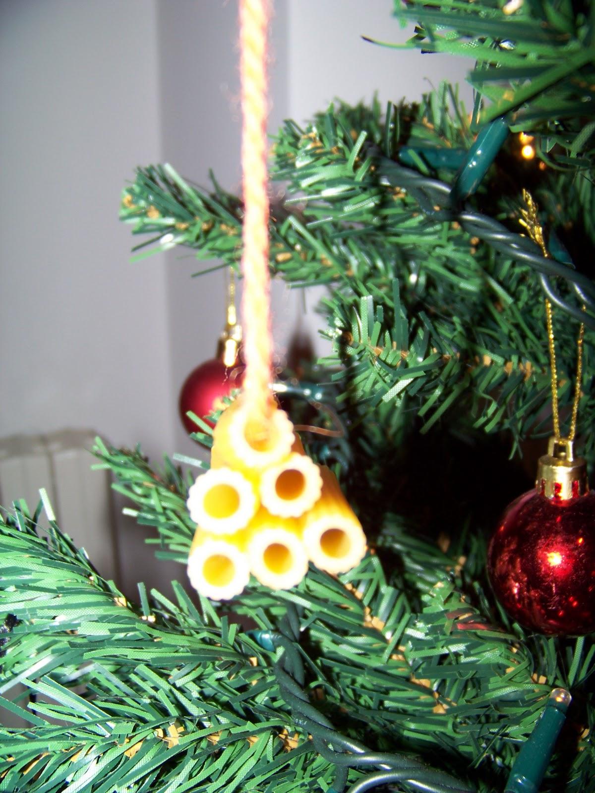 Mamma giochiamo addobbi per albero di natale con pasta for Decorazioni polistirolo