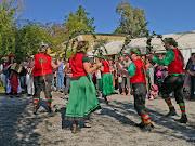 Brandragon Morris Dancers cider festival Wonga Park (brandragon arches sideon )