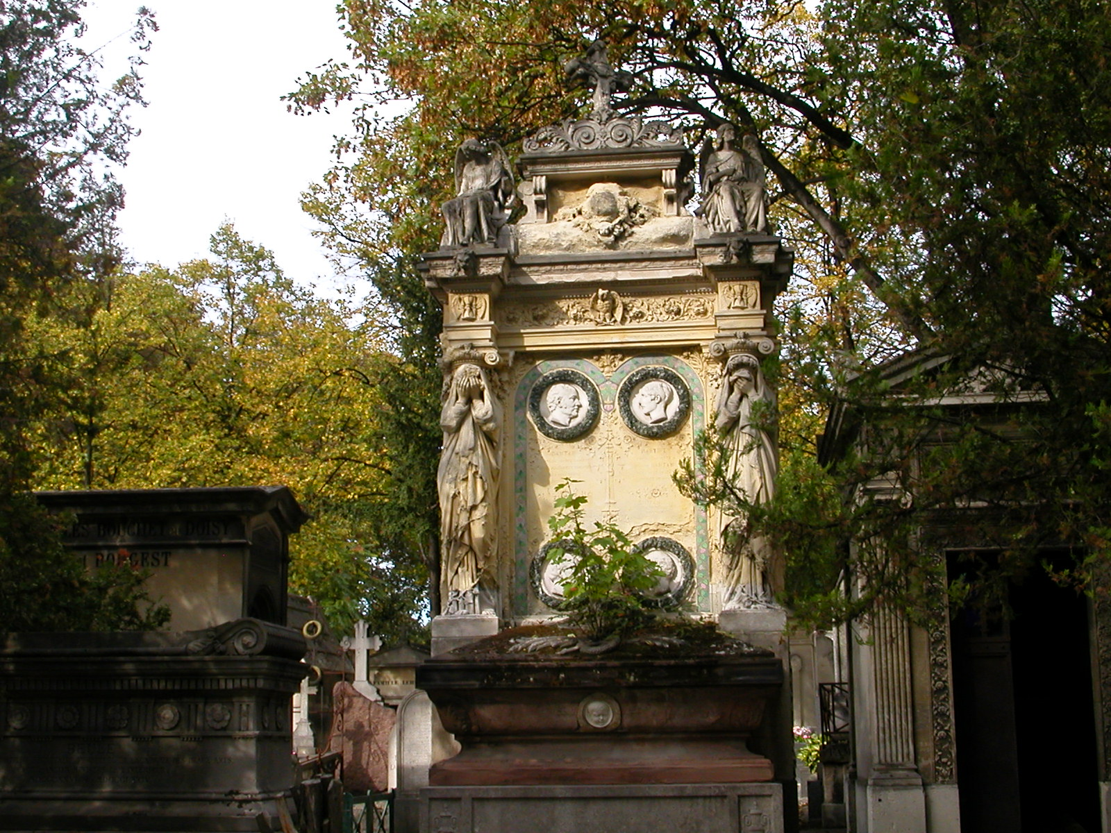 [Pere+Lachaise+Weeping+Damsels]