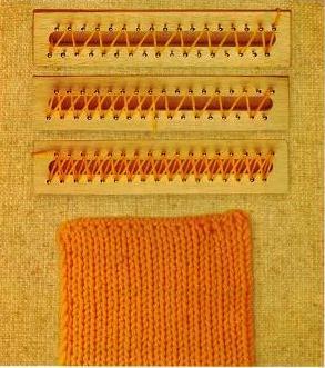 Puntada Tipo Panal Trabaje esta puntada con 2 hebras del mismo color. a) *Deslice el estambre al segundo clavo que está enfrente y abrácelo de derecha a