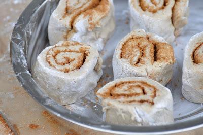 http://3.bp.blogspot.com/_aaJEXTY1dRs/S7WVczCcDkI/AAAAAAAABCY/Ae80ziw1XPc/s400/buckwheat+cinnamon+rolls31.jpg