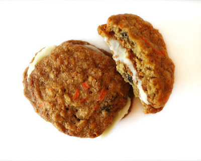 Oh my goodness, how delicious do these carrot cake whoopie pies look ...